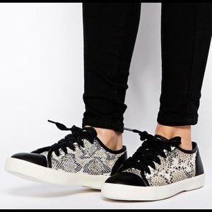 KG By Kurt Geiger Libby Snake Print shoe, size 9
